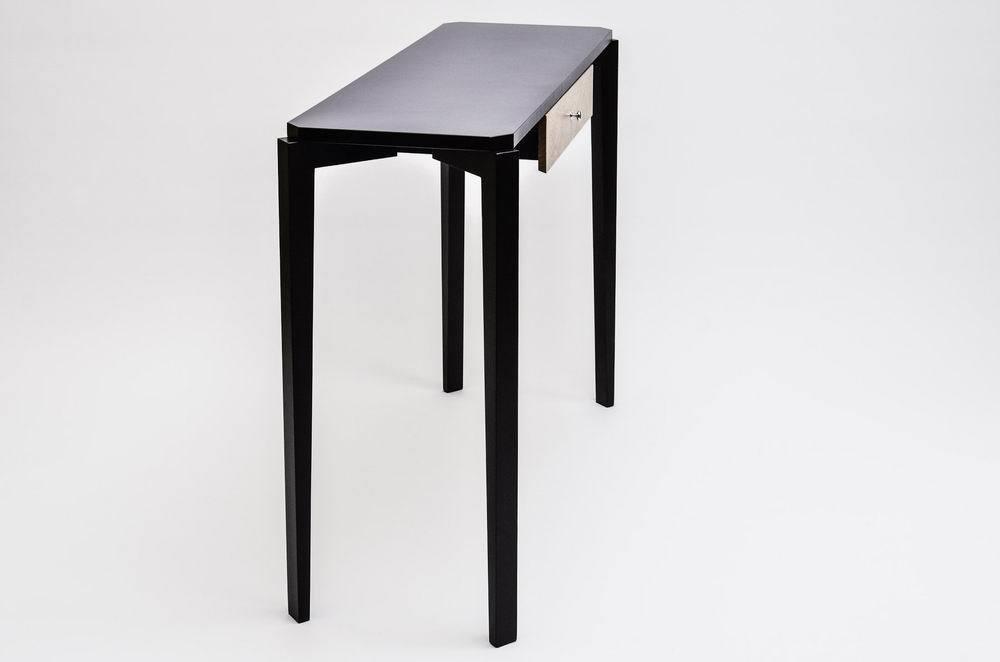 Atom Compact Table